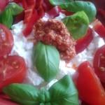 Cottage s bazalkou a cherry rajčátky